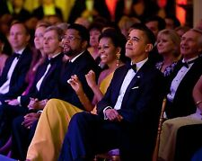 BARACK & MICHELLE OBAMA WATCH GLADYS KNIGHT PERFORMANCE - 8X10 PHOTO (ZY-600)