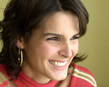 Angie Harmon UNSIGNED photo - H670 - BEAUTIFUL!!!!!