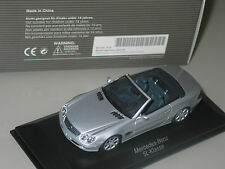 Mercedes SL R230 1/43 Mercedes MUSEUM version MINICHAMPS  BRILLIANT SILVER