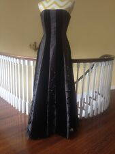 Kay Unger Black Satin and Velvet Embroidered Beaded Gown Formal Dress size 2