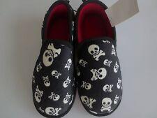 NEW Boy Youth 2-3 SKULLS & Crossbones Pirate Fleecy Slippers Shoes Black NWT!
