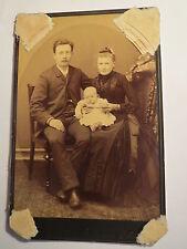 Olbernhau i. S. - Familie - Mann mit Brille & Frau mit Baby - Portrait / KAB