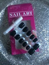 KIT FAUX ONGLES NAIL ART 12 CAPSULES PRET A POSER + COLLE FRENCH NOIR ET BLANC