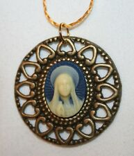 Lovely Heart Rim Round Praying Mary Cameo Medal Brasstone Pendant Necklace