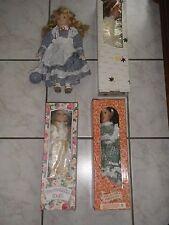 Lot de 4 belles poupées porcelaine et supports quasi neuves