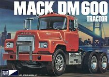 MPC MACK DM600 TRACTOR model kit 1/25