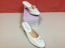 NEW JACQUES LEVINE WOMEN'S SLIPPERS Shoes - WHITE LEATHER ROSE - Size 6 B C19