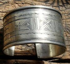 Wide hand engraved  tarnished Niger Tuareg bracelet cuff