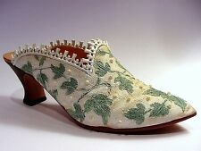 JUST THE RIGHT SHOE NEW TOUCH OF LACE 25061 MINIATURE COLLECTABLES
