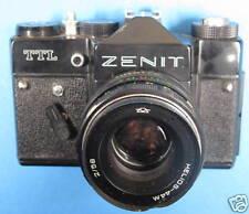 appareil photo Zenit TTL avec oblectif légèrement choqué
