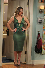 Kaley Cuoco 8X10 sexy green dress