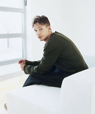 Tom Hardy UNSIGNED photo - D374 - HANDSOME!!!!!