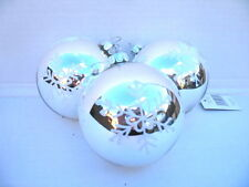 GISELA GRAHAM CHRISTMAS LACQUER SILVER / WHITE FLOCK SNOWFLAKES GLASS BAUBLE X 3