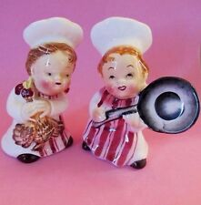 "PY * ""LITTLE CHEFS"" WITH CHICKEN & FRYING PAN * Salt and Pepper Shakers * RARE!"