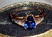 BEAUTIFUL 2.06CT PEAR CUT CEYLON SAPPHIRE & DIAMOND RING VS