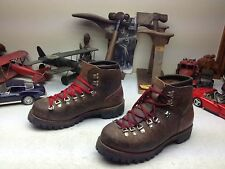 VINTAGE VASQUE USA BROWN LEATHER LACE UP MOUNTAINEER TRAIL BOSS  BOOTS 9.5 D