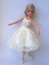 Sindy doll Ash blonde ballerina ballet Superstar skater hard head Ankles pose