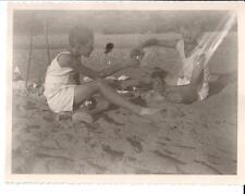 Foto in Reno bambini che fanno merenda agosto 1933 CB586