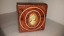 Vintage Avon Cameo Beauty Dust Container Vanity Box Holder
