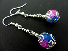 A PAIR OF DANGLY BLUE/PINK CRACKLE BEAD SILVER PLATED DROP EARRINGS. NEW