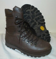 ALTBERG BROWN LEATHER DEFENDER BOOTS - Size: 8 Medium British Army ,vibram sole