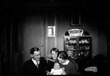 Homme femme & enfants bébé - Ancien négatif photo an. 1930