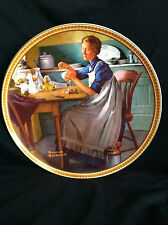 "VINTAGE 1983 NORMAN ROCKWELL ""WORKING IN THE KITCHEN"" COLLECTIBLE PLATE"