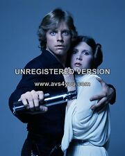 """Carrie Fisher / Mark Hamill 10"""" x 8"""" Photograph no 17"""