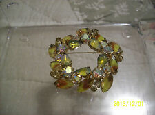 Brooch Vintage Lovely Cabochon/Moonstone Yellow Opalescent Glass Aurora Borelis