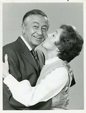 ROBERT YOUNG SMILING JANE WYATT KISS FATHER KNOWS BEST REUNION 1977 NBC TV PHOTO