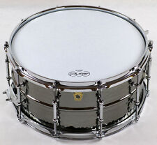 "Ludwig LB417KT Black Beauty Snare 14""x6,5"", Hammered Brass Shell mit Tube Lugs"