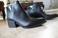 NEW SIMPLY Vera Wang Black SVCHELS Black Ankle Boots Size 7.5 Pointed Toe