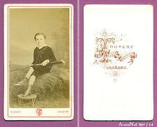 CDV TOUZERY à ORLÉANS : JEUNE GARÇON EN POSE AVEC UNE CARABINE VERS 1870  -J14