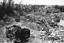 WW2 - Jeep US dans les ruines de Saint-Lô