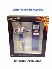 MINICHAMPS VALENTINO ROSSI 1/12 FIGURE + PIT 46 VICTORIERS IN YAMAHA 2010 SEPANG