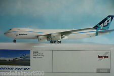 Herpa Wings 1:200  Boeing  747-8F  Flight Test livery 553858