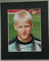 """PETER SCHMEICHEL  MANCHESTER UNITED  LEGEND SIGNED PICTURE MOUNT 12"""" x 10"""""""