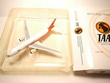 Boeing 777-200 TAAG / LINHAS AEREAS ANGOLA AIRLINES / D2-TED Phoenix 1:400 boxed