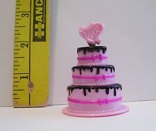 MATTEL GENUINE MONSTER HIGH DOLLS ACCESSORY SWEET 1600 GOTH BIRTHDAY CAKE