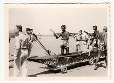 PHOTO MILITAIRE   AFRIQUE 1° DECEMBRE 1962 ST ELOY PIROGUE EN PAPIER SUR LA BASE