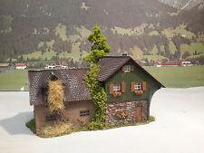 Diorama ländliches Anwesen Bauernhof  Wohnhaus  gealtert und patiniert Spur H0