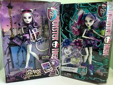 Monster High  Catrine DeMew (2) Dolls Scaris City of Frights and Gloom and Bloom
