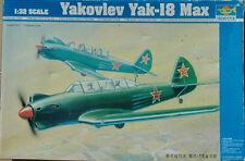 TRUMPETER YAKOVLEV YAK-18 MAX BOITE N°02213 AU 1/32