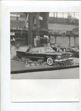 N°8030/  photo d'epoque  salon de l'automobile  Paris berline Chrysler Le Baron