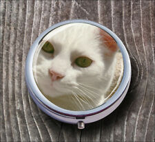 CAT WHITE FACE GREEN EYES CLOSE UP PILL BOX ROUND METAL -pfv6Z