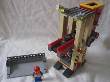 Lego Train City Red Cargo Filling Station + Figure 60052/60098/7939/3677 Mint