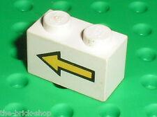 LEGO Espace Space white Brick 1 x 2 with Yellow Left Arrow 3004p01 / Set 6780