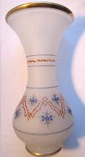 Vase Charles X, cristal d'opaline pâte de riz blanche, fleurs bleues et or fin