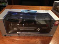 1:18 diecast 2002 Chevy Avalanche Black  Welly