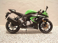 1:12 KAWASAKI NINJA ZX6R 636 MODEL SUPERB DETAIL FANTASTIC MEAN GREEN 2014